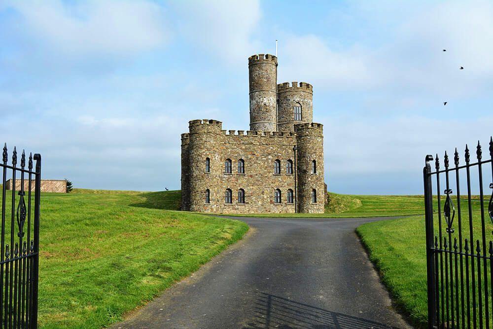 Lâu đài trung cổ tuyệt đẹp từ thế kỷ 18 với những tòa tháp và sân bay trực thăng được rao bán với giá 1,25 triệu bảng - 6