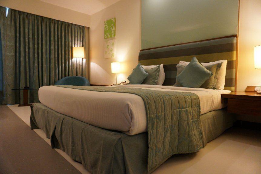 Nữ hành khách bị xếp ngủ chung phòng khách sạn với người đàn ông xa lạ - 1