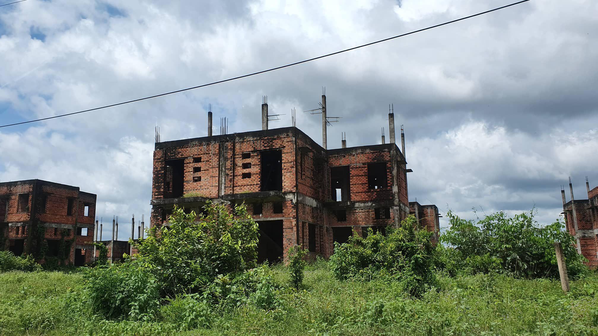 La liệt chung cư, biệt thự bỏ hoang ở Nhơn Trạch - 8