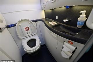 Bắt hành khách đặt camera quay lén trong nhà vệ sinh hạng thương gia