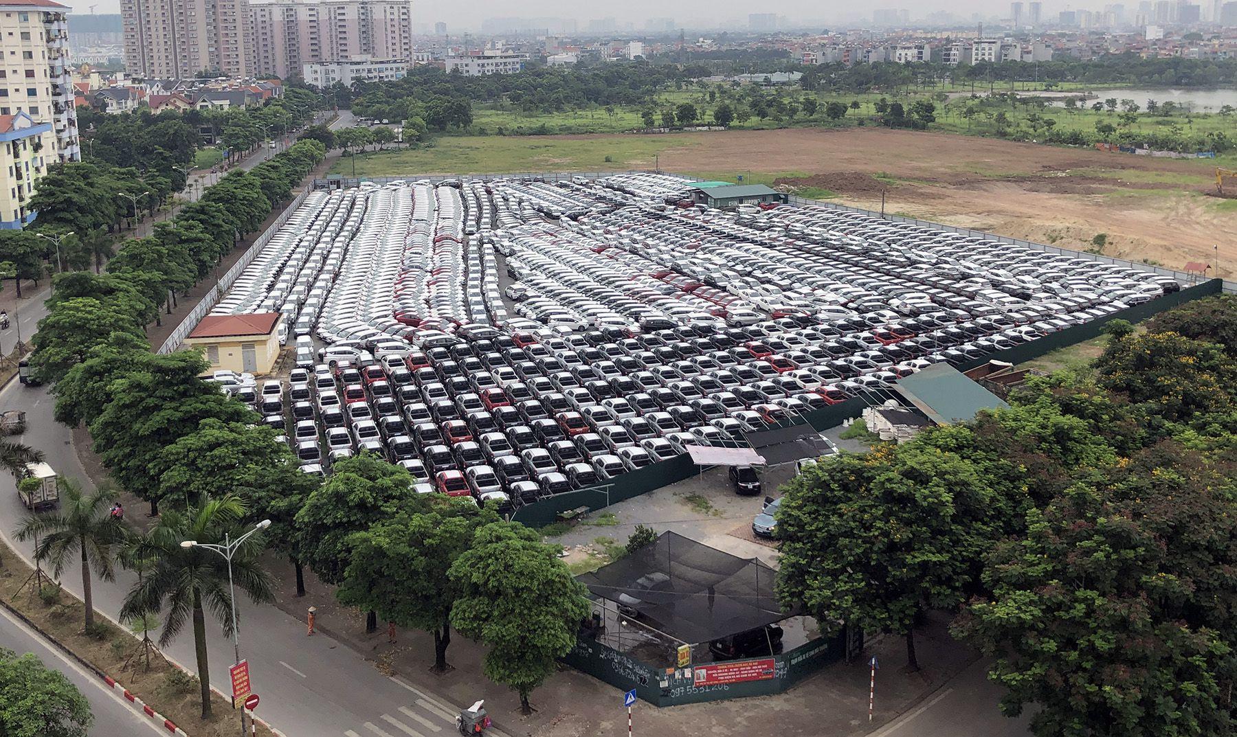 Xe vẫn nhập, giá vẫn cao và người dùng vẫn đợi - 1