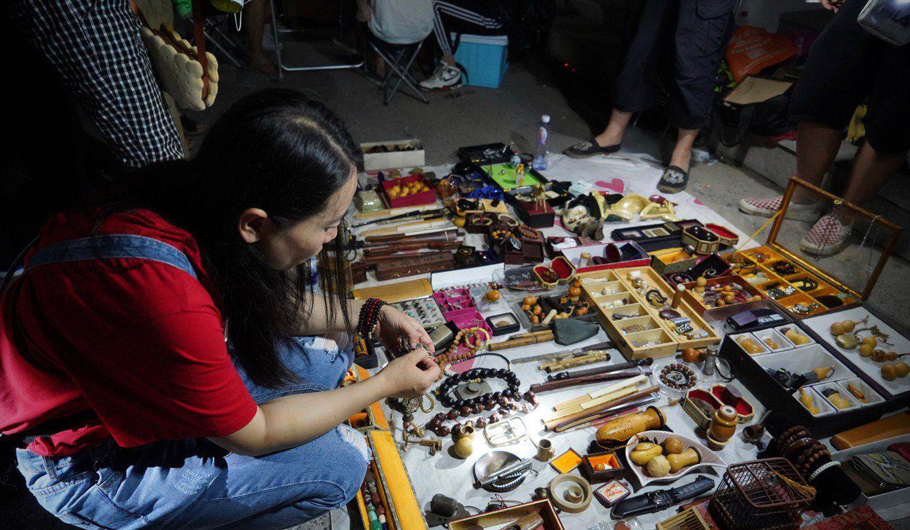 """Có gì ở """"chợ ma"""" giữa lòng Trung Quốc? - 3"""