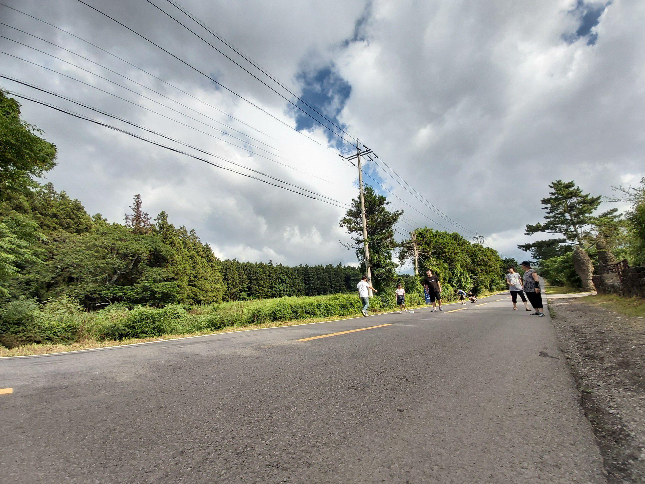 """Con đường """"ma quái"""" đi ngược với quy luật tự nhiên ở Hàn Quốc - 1"""