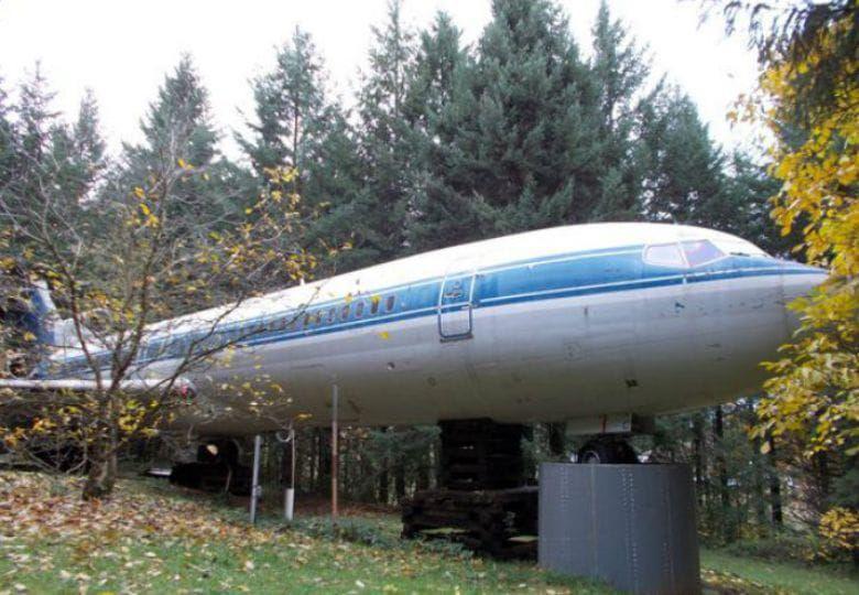 Người nam giới đã biến một chiếc máy bay cũ thành một căn nhà độc nhất vô nhị để ở - 1