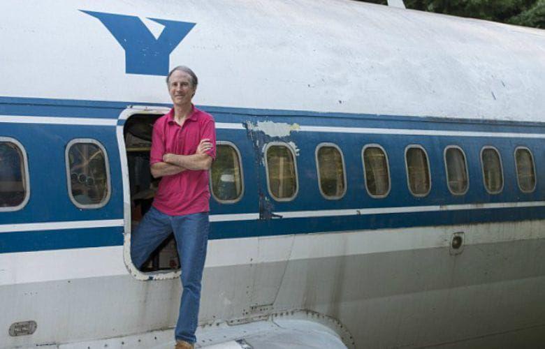 Người đàn ông đã biến một chiếc máy bay cũ thành một căn nhà độc số 1 vô nhị để ở - 2