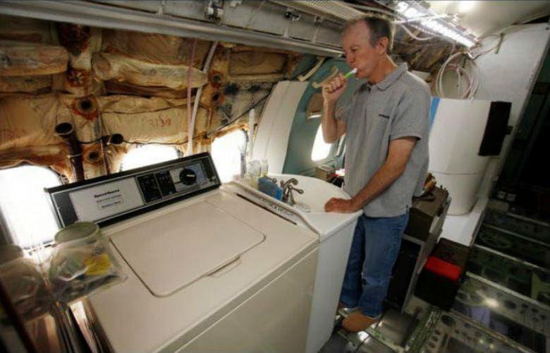Người đàn ông đã biến một chiếc máy bay cũ thành một căn nhà độc số 1 vô nhị để ở - 4
