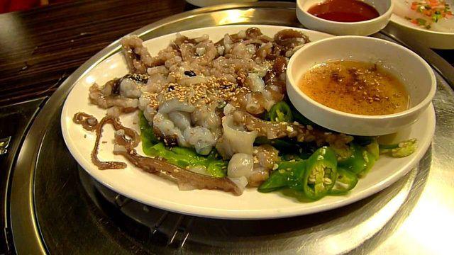 """Những món ăn sống """"kinh dị"""" nhất thế giới, Việt Nam cũng góp mặt - 6"""