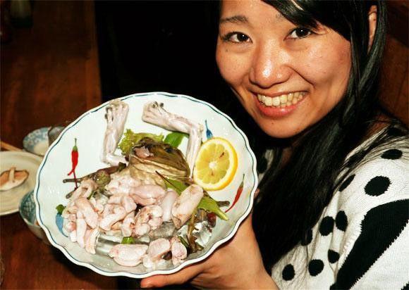 """Những món ăn sống """"kinh dị"""" nhất thế giới, Việt Nam cũng góp mặt - 2"""