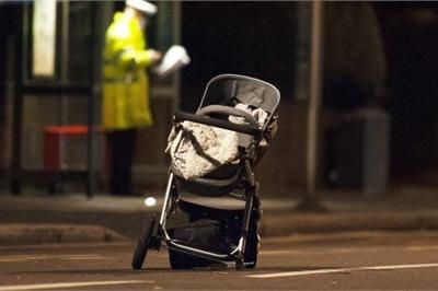 """Đưa con 3 tháng tuổi ra nước ngoài du lịch, bà mẹ trẻ """"quên"""" con ngoài đường"""