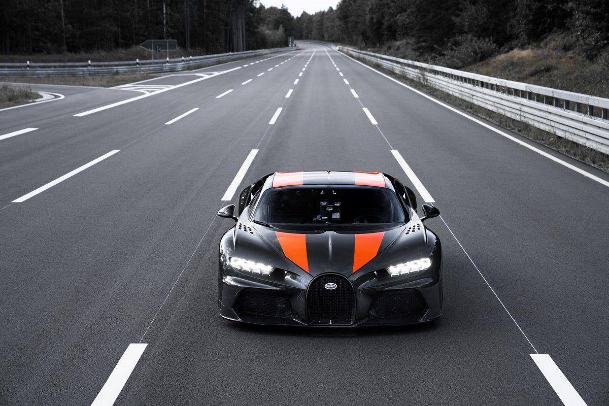 Siêu xe Bugatti Chiron lập kỷ lục tốc độ 490,5 km/h - 1