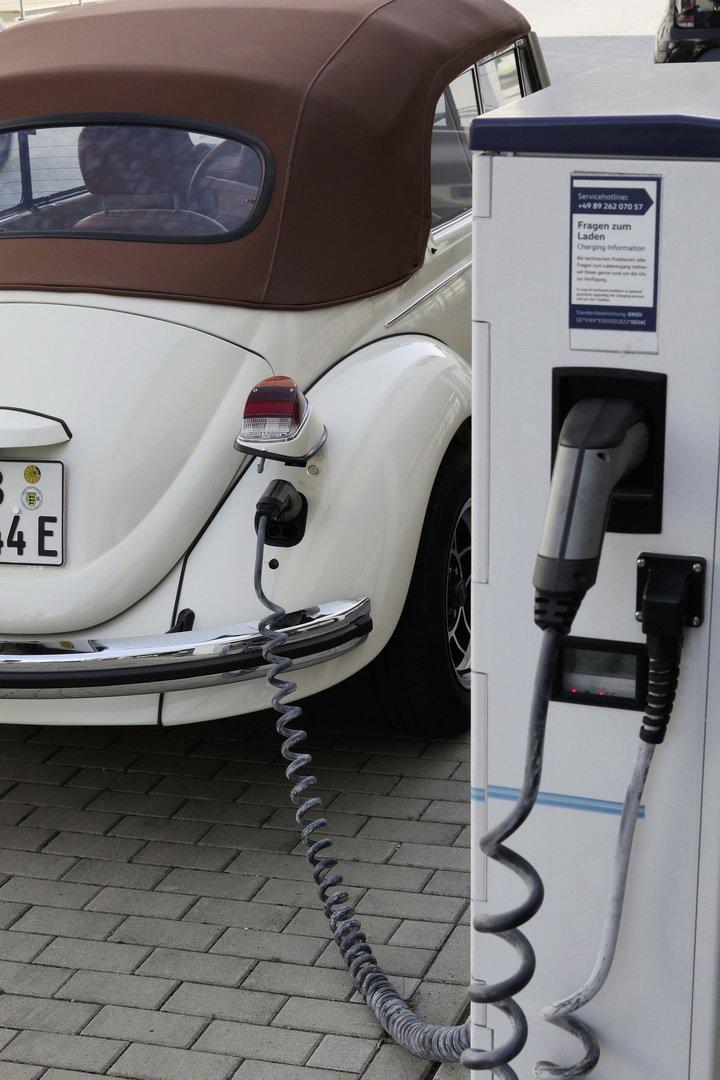 """""""Bọ cánh cứng"""" Beetle tái xuất dưới dạng xe chạy điện - 17"""