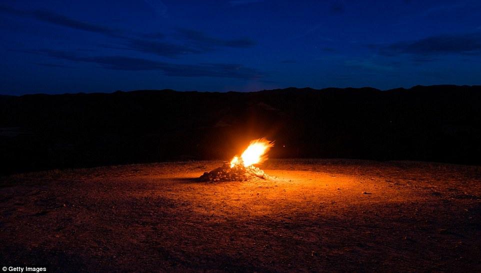 Núi lửa nhỏ nhất thế giới chỉ cao vỏn vẹn hơn 1m, cháy âm ỉ gần trăm năm - 2