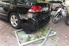 Cửa kính nhà chung cư rơi trúng ô tô, nhiều người may mắn thoát nạn