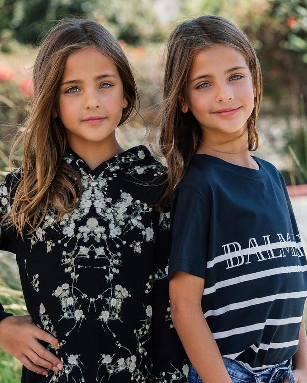 Cặp song sinh đẹp nhất thế giới: Mới 9 tuổi đã kiếm được hàng triệu đô la mỗi năm - 10