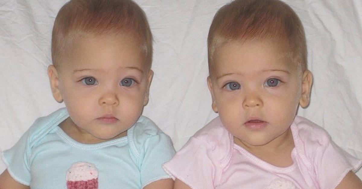 Cặp song sinh đẹp nhất thế giới: Mới 9 tuổi đã kiếm được hàng triệu đô la mỗi năm - 2