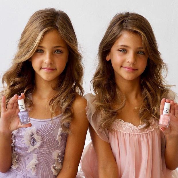 Cặp song sinh đẹp nhất thế giới: Mới 9 tuổi đã kiếm được hàng triệu đô la mỗi năm - 11
