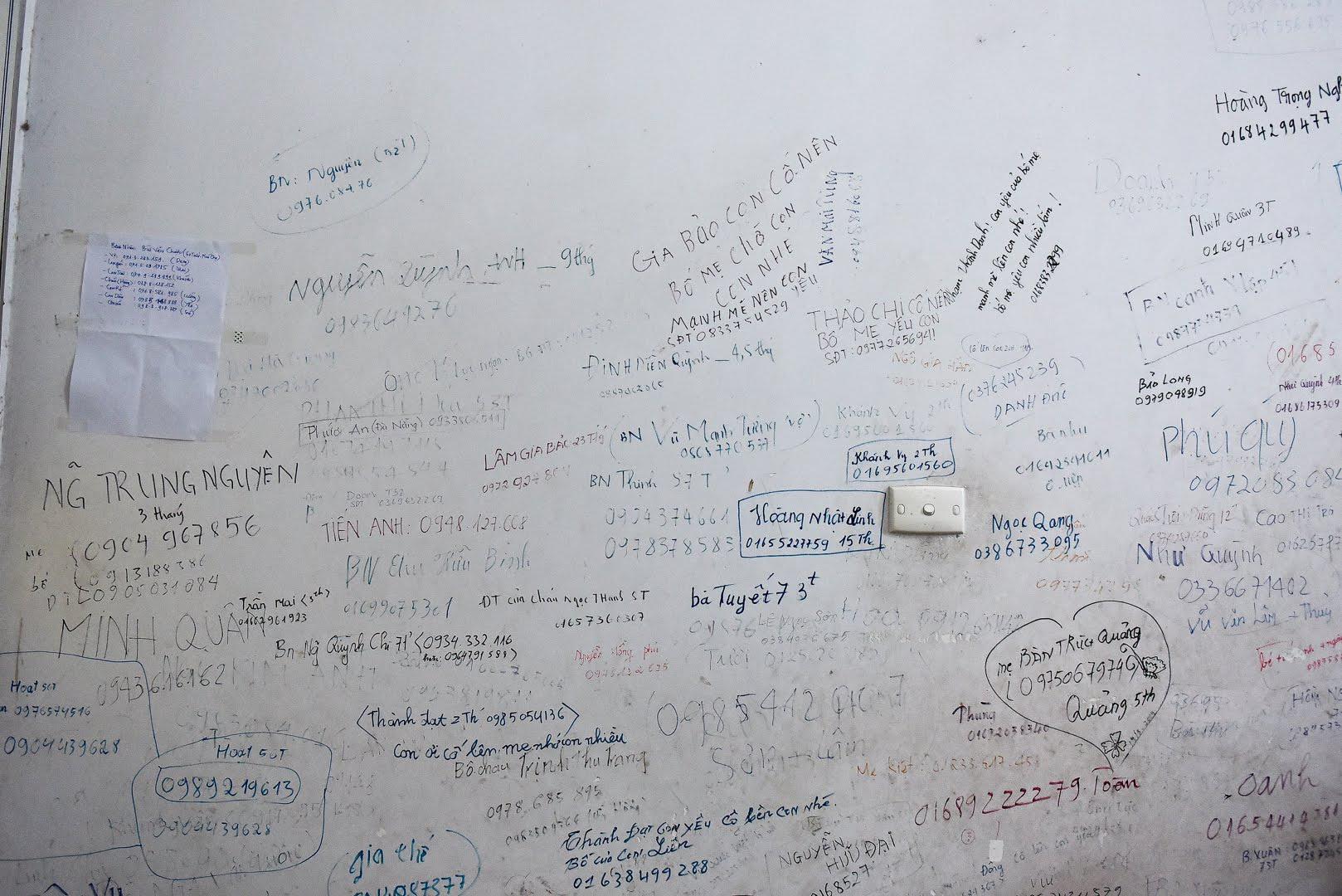 Sự thật khiến nhiều người cay mắt phía sau bức tường loang lổ, chi chít chữ ở viện E - 4