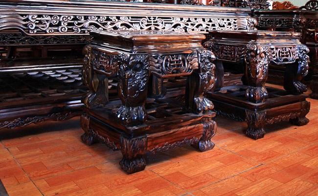 Gom gỗ mun suốt 7 năm rồi lấy lõi làm bộ bàn ghế giá chục tỷ đồng - 3