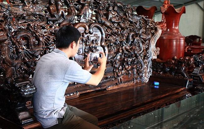 Gom gỗ mun suốt 7 năm rồi lấy lõi làm bộ bàn ghế giá chục tỷ đồng - 4