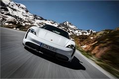 Porsche lách khe hẹp trên thị trường xe chạy điện