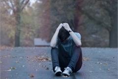 Hoảng sợ với người yêu cuồng ghen, trói bạn gái không cho đi công tác
