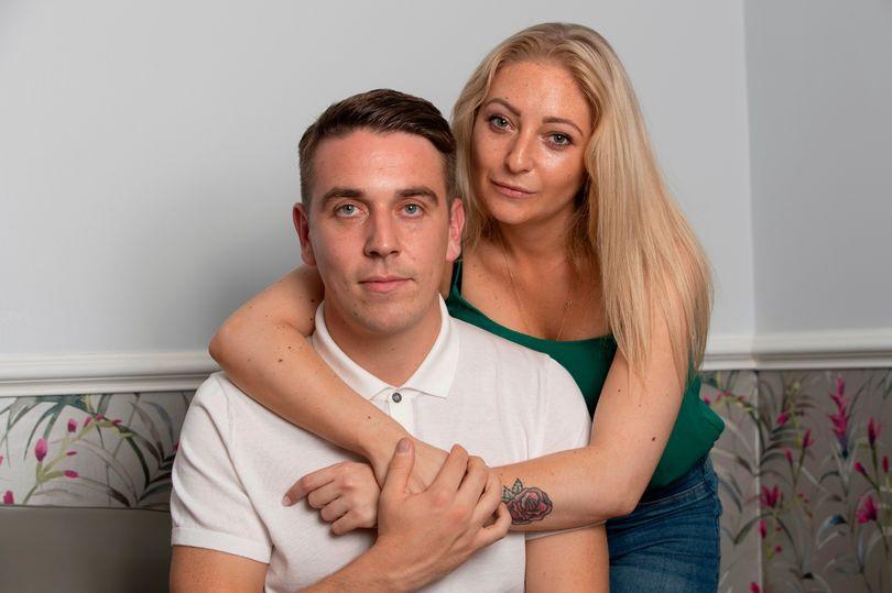 Bị phạt 1000 bảng Anh vì bạn gái khỏa thân kẹt ngoài cửa phòng khách sạn - 1