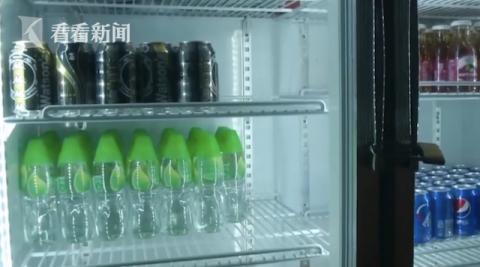 Nhân viên phục vụ mang nhầm chai nước tẩy cho khách uống - 2