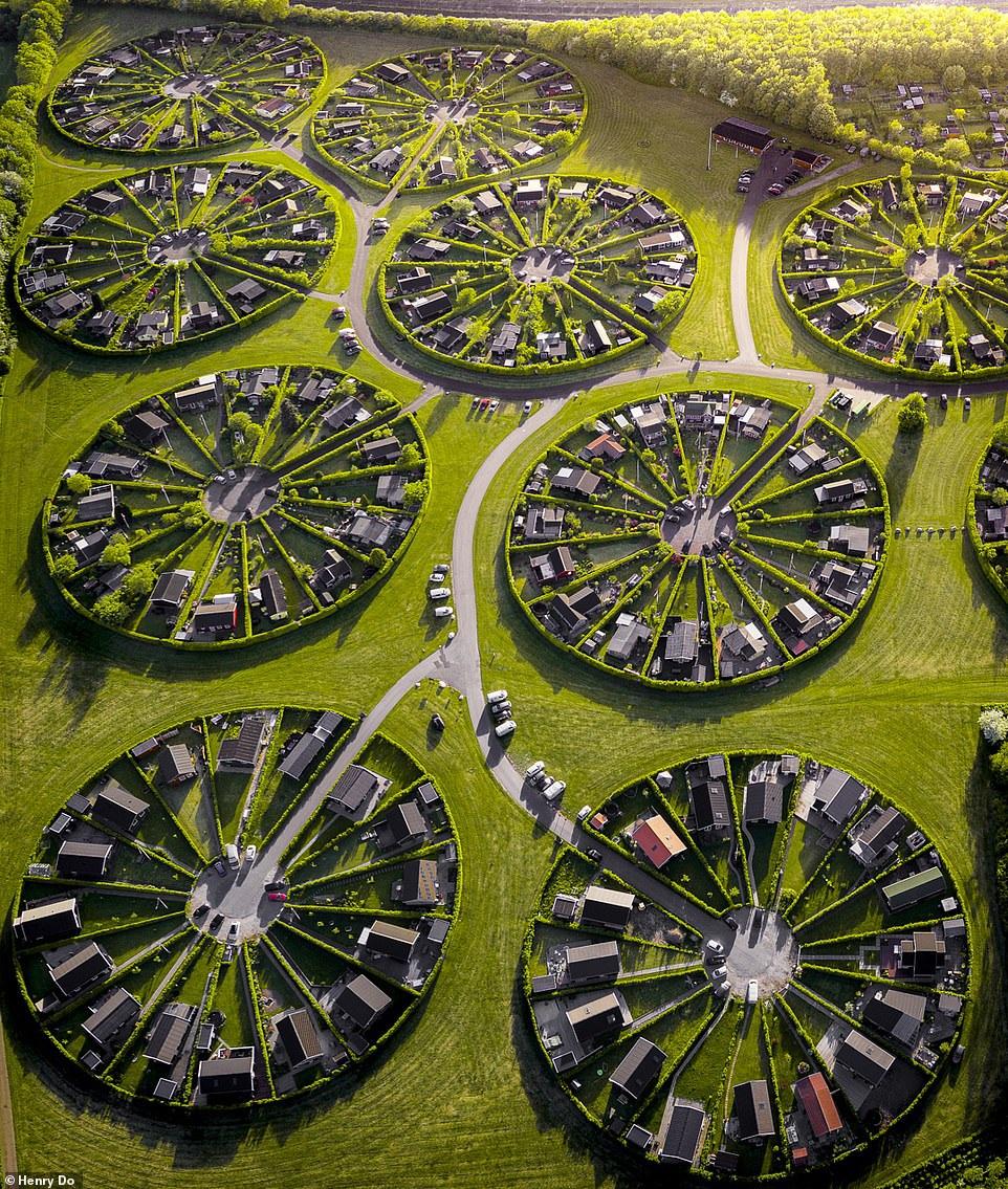"""Lạc vào ngôi làng tròn đươc quy hoạch tuyệt đẹp ngỡ như một """"nền văn minh ngoài hành tinh"""" - 2"""