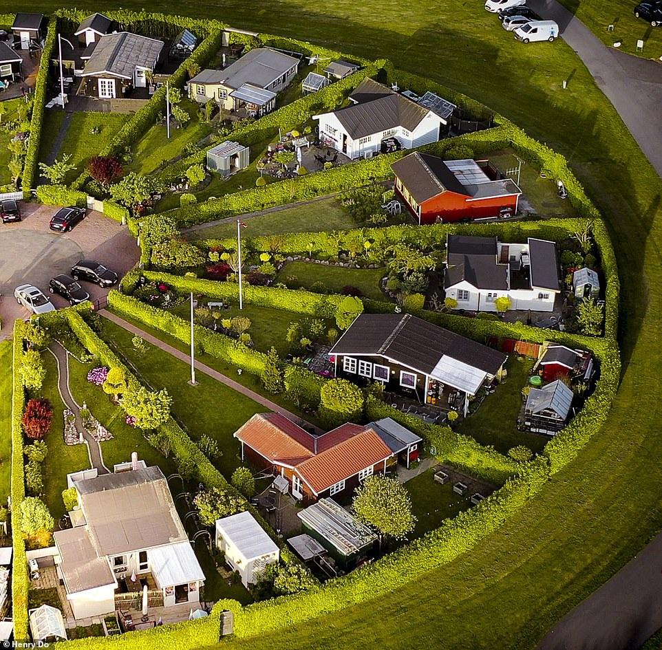 """Lạc vào ngôi làng tròn đươc quy hoạch tuyệt đẹp ngỡ như một """"nền văn minh ngoài hành tinh"""" - 3"""