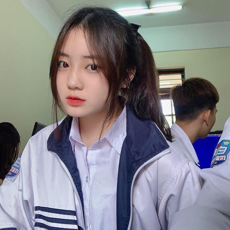 Nữ sinh Bắc Ninh mặc đồng phục hút ánh nhìn vì nhan sắc khả ái - 1