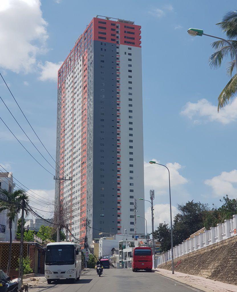 """Khánh Hòa """"tuýt còi"""" cao ốc 40 tầng đưa dân vào ở khi chưa nghiệm thu - 2"""