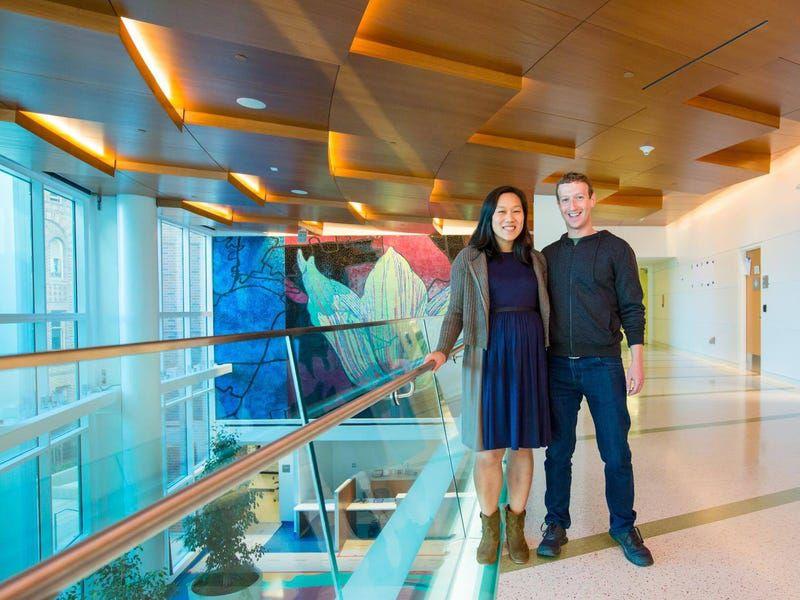 Những điều thú vị về mối tình đẹp kéo dài 16 năm giữa Mark Zuckerberg và vợ - 16