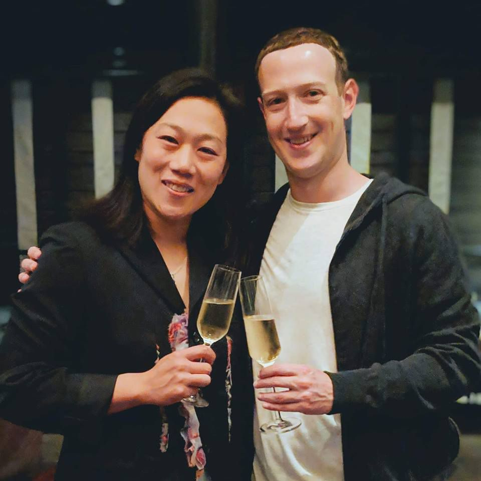 Những điều thú vị về mối tình đẹp kéo dài 16 năm giữa Mark Zuckerberg và vợ - 24