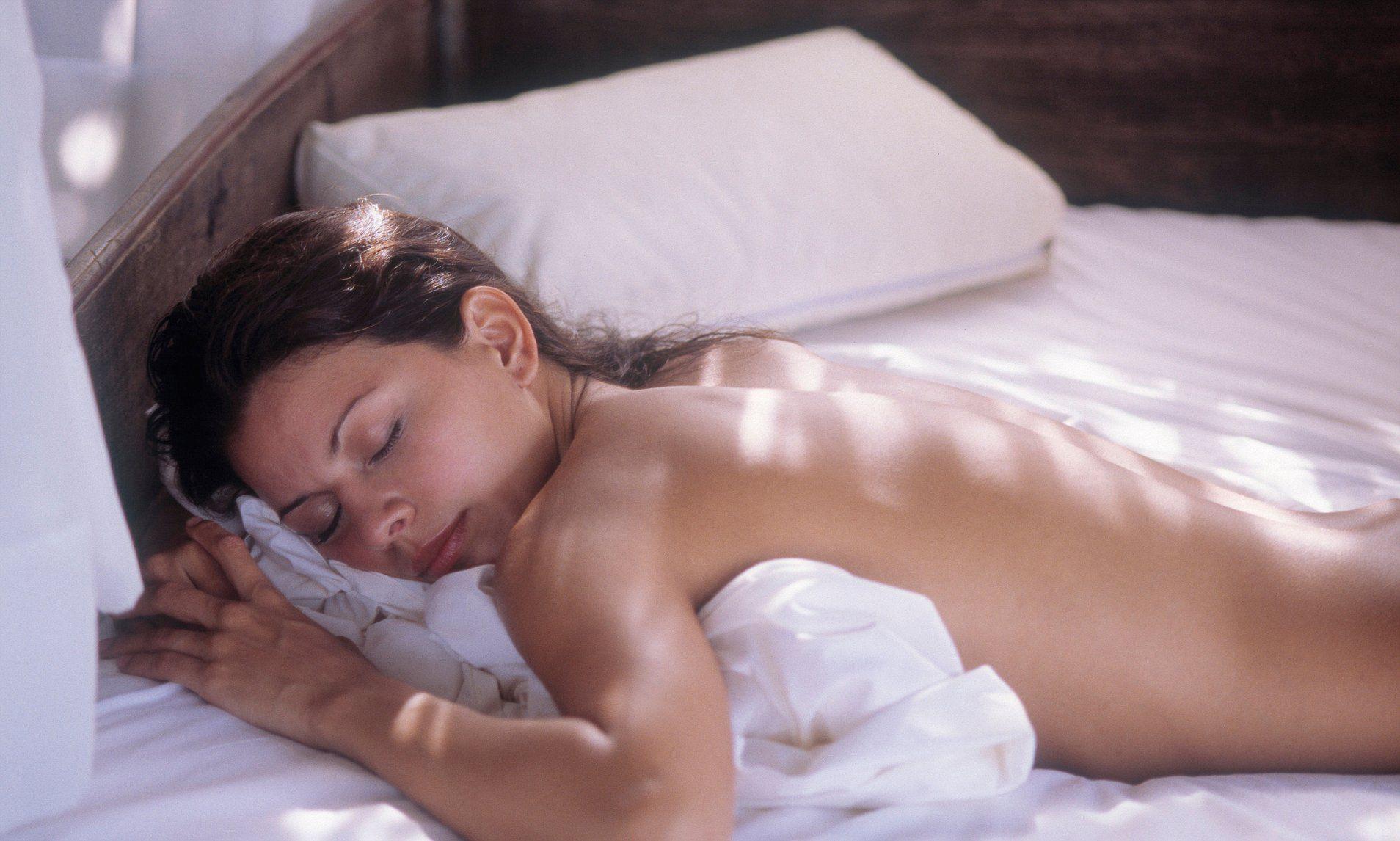Không nên ngủ khỏa thân khi ở khách sạn - 1