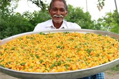 Chuyện về ông cụ nổi tiếng trên YouTube chuyên nấu món ăn 'siêu to khổng lồ'