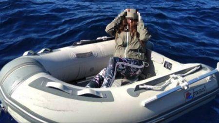Bọc mình trong túi ni-lông, cô gái sống sót thần kì sau 2 ngày trôi giữa biển - 1
