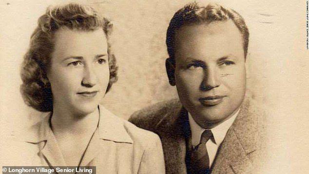 Cặp vợ chồng sống thọ nhất thế giới kỷ niệm 80 năm kết hôn - 1