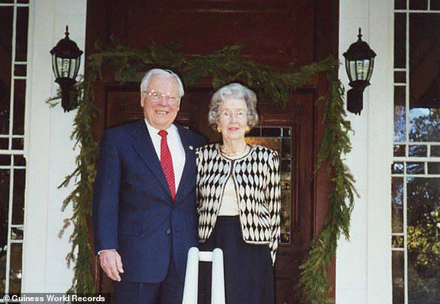 Cặp vợ chồng sống thọ nhất thế giới kỷ niệm 80 năm kết hôn - 4