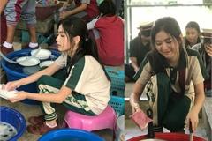 Nữ thần học đường Thái Lan gây 'sốt' với ảnh ngồi cặm cụi rửa bát