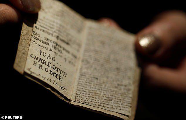 Sửng sốt cuốn sách nhỏ bằng bao diêm có giá trị lên tới 20 tỷ đồng - 1