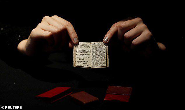 Sửng sốt cuốn sách nhỏ bằng bao diêm có giá trị lên tới 20 tỷ đồng - 2
