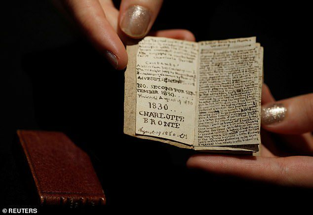 Sửng sốt cuốn sách nhỏ bằng bao diêm có giá trị lên tới 20 tỷ đồng - 3