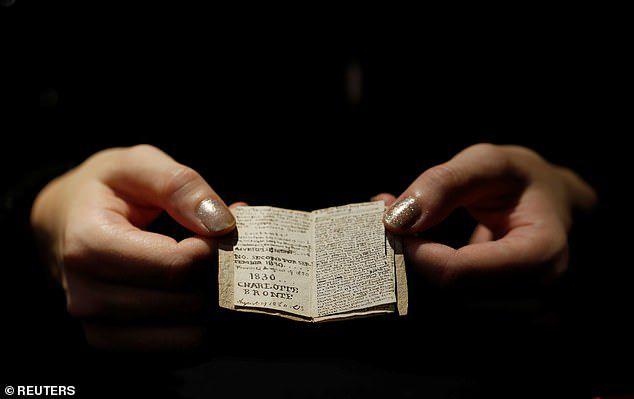 Sửng sốt cuốn sách nhỏ bằng bao diêm có giá trị lên tới 20 tỷ đồng - 5