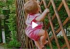 Cười nghiêng ngả trước những trò nghịch dại của bé