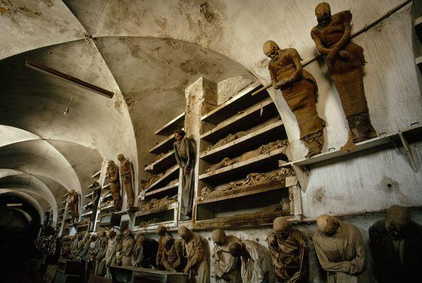 Những chỗ chôn người chết kì lạ nhất thế giới - 6