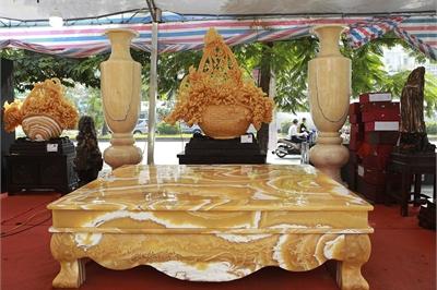 Chiêm ngưỡng chiếc sập bằng đá 'độc nhất vô nhị' ở Hà Nội