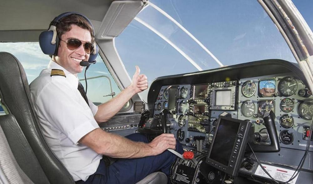Tại sao phi công không được để râu, có sẹo trên người? - 2