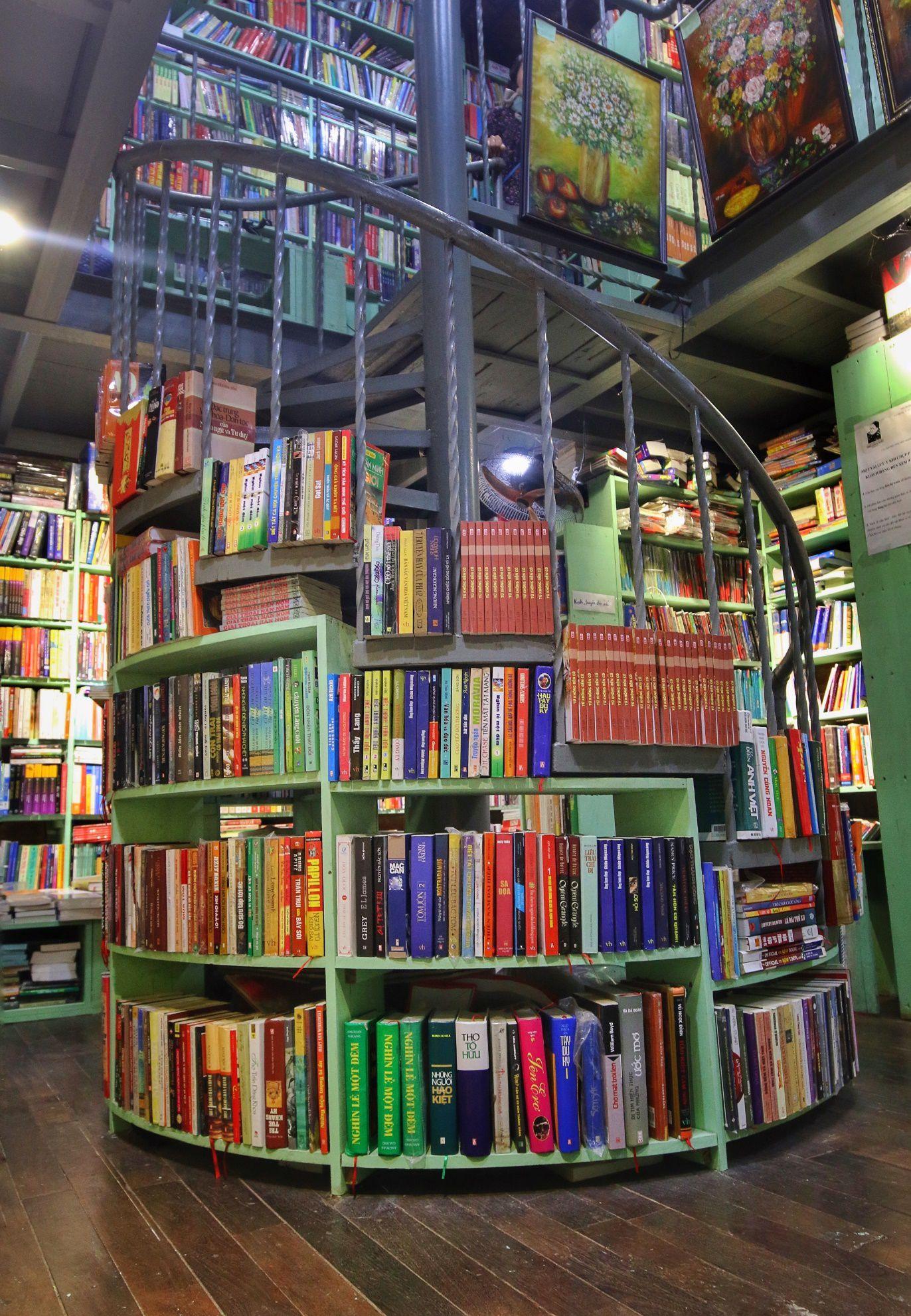 Chuyện ít biết về nhà sách cổ kính, độc đáo nhất Hà Nội - 8