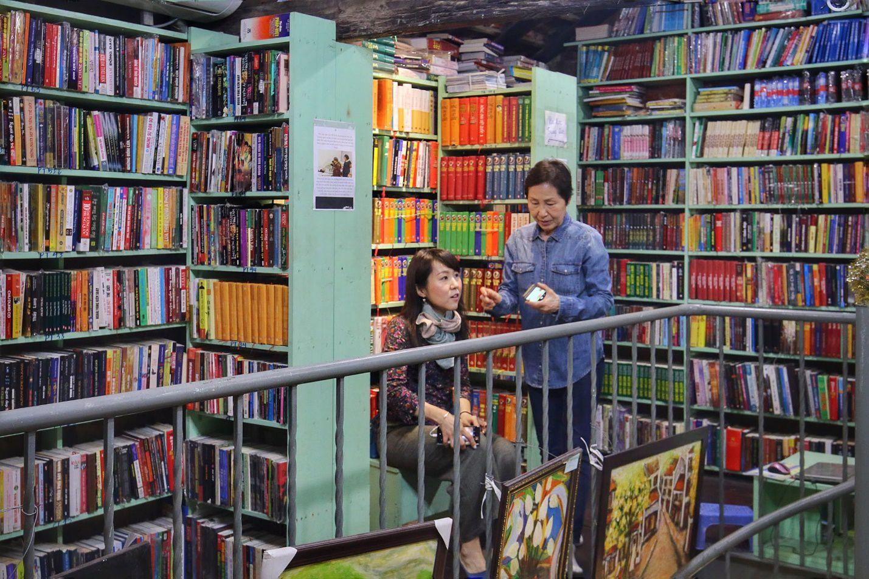 Chuyện ít biết về nhà sách cổ kính, độc đáo nhất Hà Nội - 11
