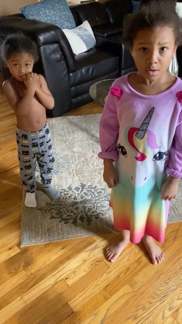 Hai nhóc tì 'đốt' 15 triệu đồng mua đồ chơi trên Amazon mà mẹ không hay biết